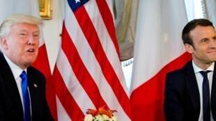 美國總統特朗普和法國總統馬克龍在布魯塞爾北約峰會上 (2017年5月25日)