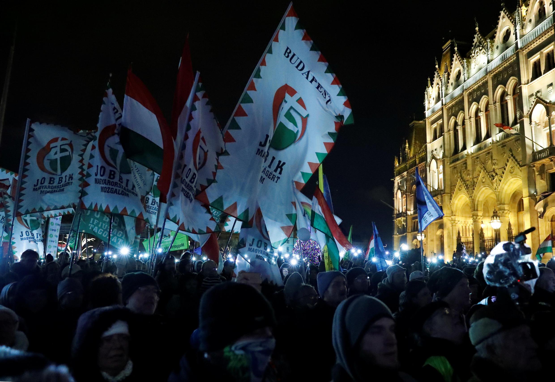Des dizaines de milliers de Hongrois ont manifesté contre le Premier ministre national-conservateur Viktor Orban dans le cadre d'un mouvement déclenché en décembre par l'adoption d'une loi assouplissant le droit du travail, à Budapest, le 5 janvier 2019.