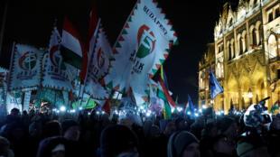 Des milliers de Hongrois ont manifesté contre le Premier ministre national-conservateur Viktor Orban dans le cadre d'un mouvement déclenché en décembre par l'adoption d'une loi assouplissant le droit du travail, à Budapest, le 5 janvier 2019.