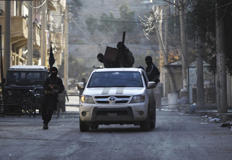 Члены группировки аль-Носра, Деир Эззор, Сирия, 5 февраля 2014 г.