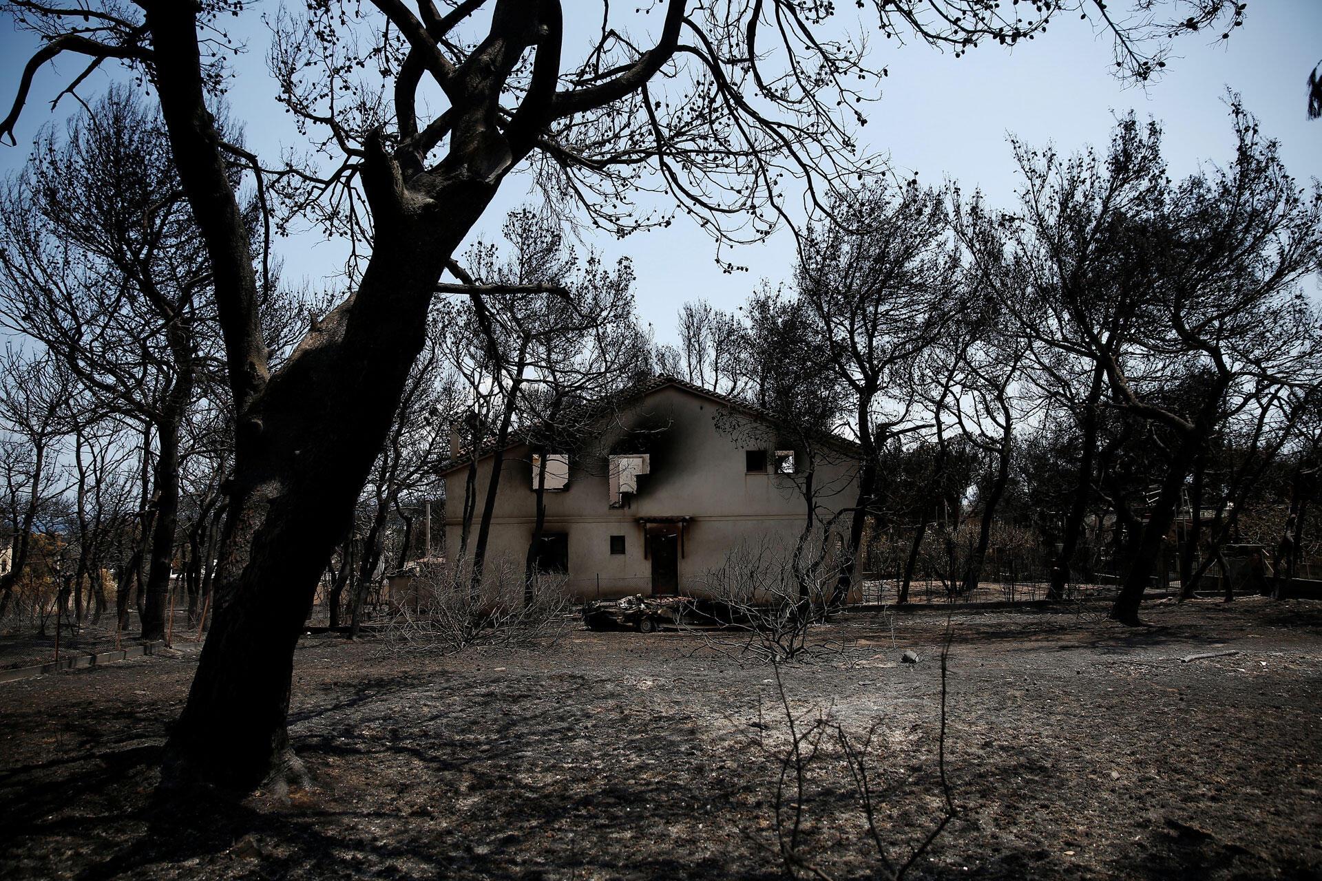 L'une des nombreuses maisons qui ont brulé lors de l'incendie qui a eu lieu dans le village de Mati en Grèce, le 28 juillet 2018.
