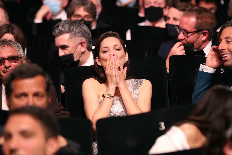 L'actrice française Marion Cotillard lors de la cérémonie d'ouverture du 74e Festival de Cannes.  © Siegfried Forster / RFI