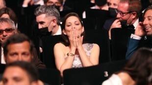 L'actrice française Marion Cotillard lors de la cérémonie d'ouverture du 74e Festival de Cannes.