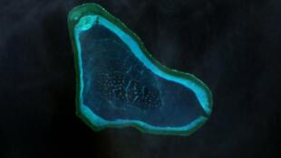 Image satellite du récif de Scarborough (un des ilots annexés par les chinois).