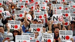 韓國示威者在日本駐首爾大使館附近舉行反日集會 2019年8月2日