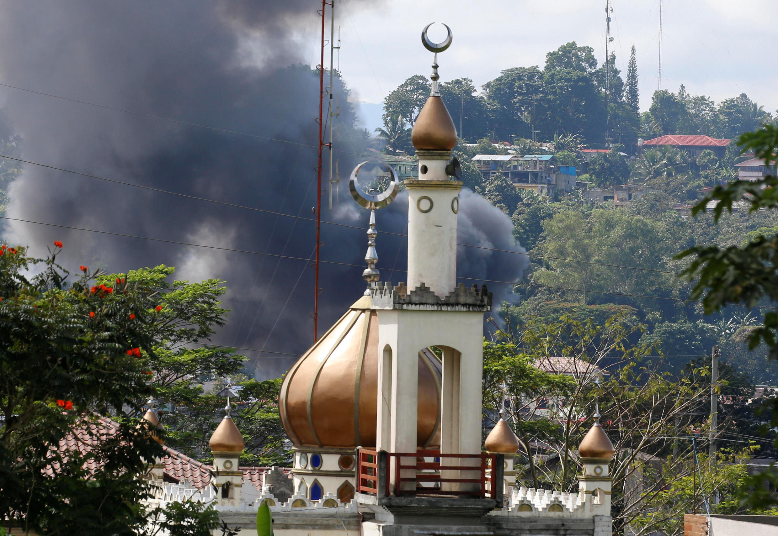 Smoke billows at the site of fighting between government soldiers and Maute group, near a mosque in Marawi City in southern Philippines May 30, 2017.