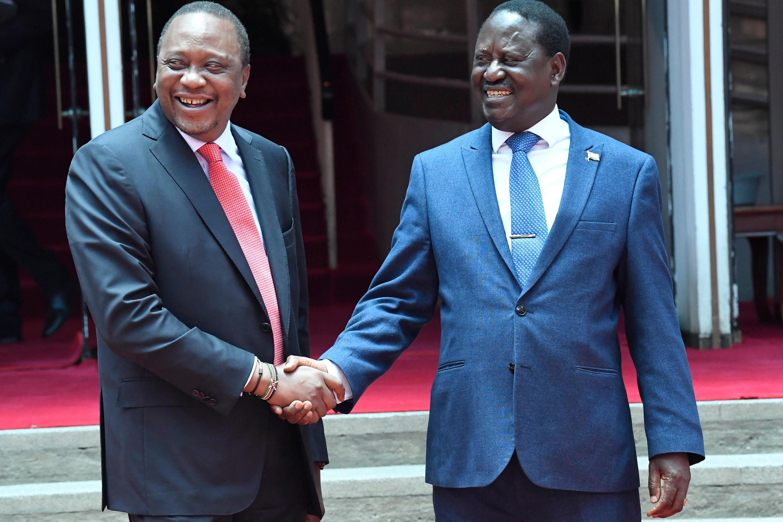 Le président Uhuru Kenyatta et le chef de l'opposition Raïla Odinga, à Nairobi, le 9 mars 2018.