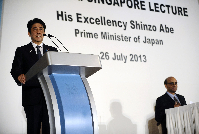 日本首相安倍晉三在新加坡 2013年7月26日