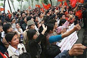 Thanh niên Việt Nam biểu tình trước toà đại sứ Trung Quốc  (DR)