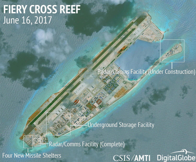 Không ảnh vệ tinh của CSIS chụp ngày 16/06/2017 cho thấy nhiều công trình quân sự Trung Quốc xây dựng trên Đá Chữ Thập.