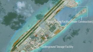 Không ảnh vệ tinh của CSIS chụp ngày 16/06/2017 cho thấy nhiều công trình quân sự được Trung Quốc xây dựng trên đảo Đá Chữ Thập.