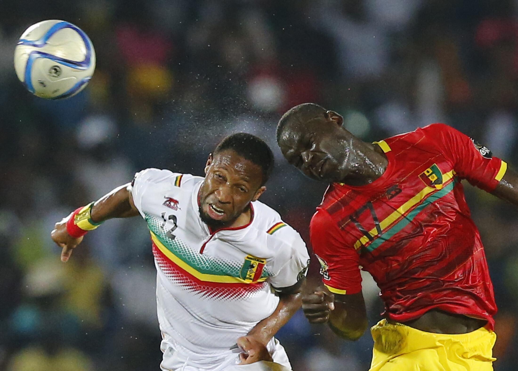 Guinea's Boubacar Fofana (R) with Mali's Seydou Keita at this year's CAN