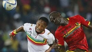 Guinea's Boubacar Fofana (R) with Mali's Seydou Keita at this year's CAN