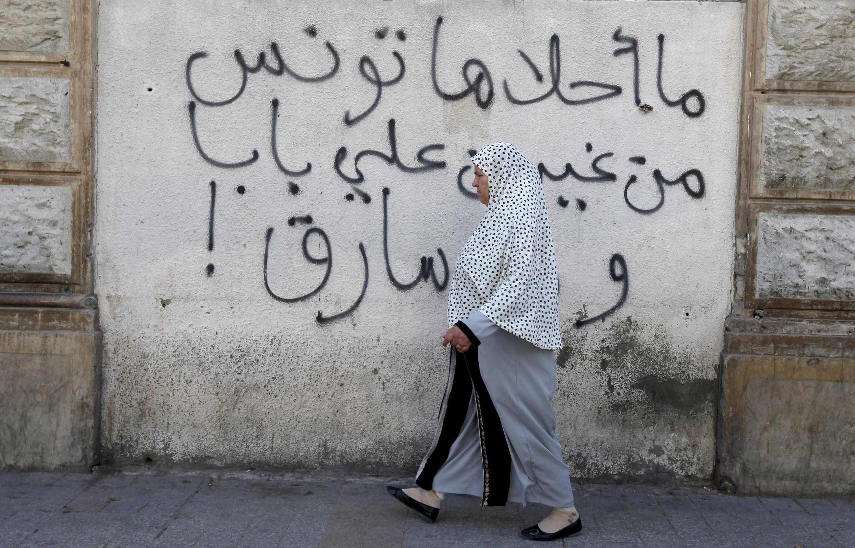 Tunis, le 24 octobre et sur un mur, cette inscription «Que la Tunisie est belle sans Ben Ali»