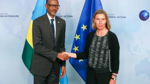 Le président rwandais, Paul Kagame, et la haute représentante de l'UE pour les Affaires étrangères, Federica Mogherini, lors d'une réunion à Bruxelles, en Belgique, le 4 juin 2018.