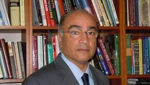 رسول نفیسی، استاد دانشگاه و تحلیلگر زندگی سیاسی ساکن آمریکا