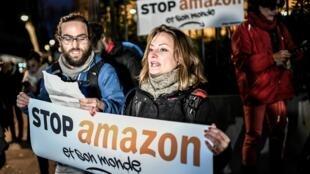 Manifestación frente a la sede de Amazon, en Clichy, al norte de París, este 29 de noviembre de 2019.