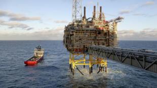 Plateforme pétrolière au large de la Norvège. Plus gros producteur d'hydrocarbures d'Europe de l'Ouest, la Norvège ambitionne de réduire ses émissions de gaz à effet de serre de 50 à 55% d'ici à 2030.