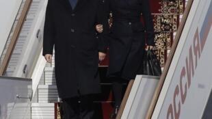 中國第一夫人彭麗媛與中國主席習近平3月22日下飛機
