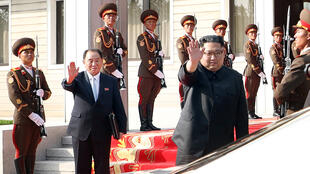 (Photo d'illustration) Le dirigeant nord-coréen Kim Jong-un et son homologue sud-coréen Moon Jae-in, lors d'une rencontre à Panmunjom le 26 mai 2018.