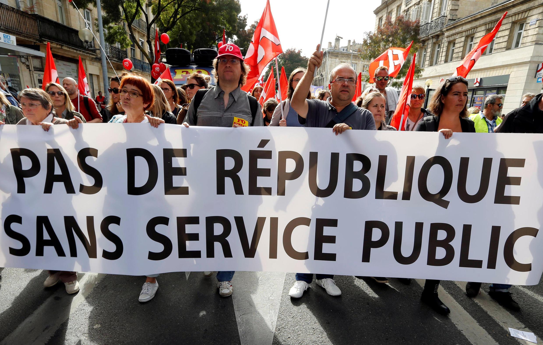 Les neuf syndicats des fonctionnaires manifestent contre la réforme de la fonction publique.
