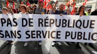 资料图片:2017年10月10日法国公务员在多座城市游行,维护权利。
