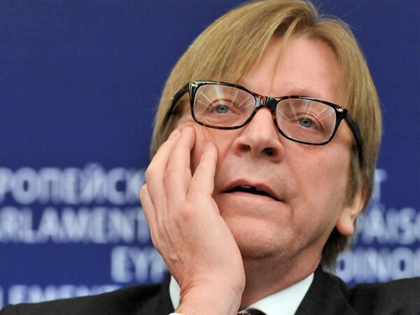 Guy Verhofstadt lors d'une conférence de presse au Parlement européen, en janvier 2013.