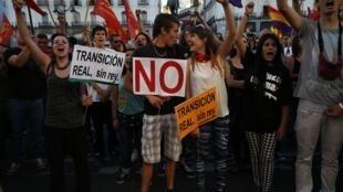 Grande manifestation à la Puerta del Sol, dans le centre de Madrid, contre la monarchie, le samedi 7 juin 2014.