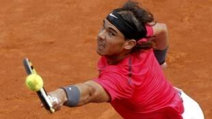 Rafael Nadal el 8 de junio de 2012 juega contra David Ferrer en el torneo de Roland Garros