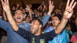 Mohammed VI a prononcé un discours de fermeté pour maintenir la pression sur le gouvernement et les élus et éviter que le mécontentement qui s'est exprimé dans le Rif (photo: manifestation à Al Hoceïma en mai 2017) ne gagne d'autres régions.