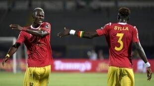 Les Guinéens Mohamed Yattara et Issiaga Sylla lors de la CAN 2019.