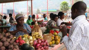 Sur un marché, à Kigali.