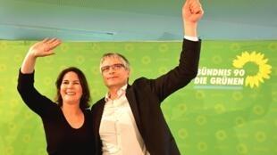 La co-présidente des Verts allemands, Annalena Baerbock, et Sven Giegold, tête de liste pour les européennes, ont savouré leurs bons résultats, le dimanche 26 mai 2019.