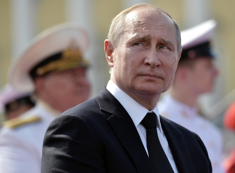 Tổng thống Vladimir Putin dự cuộc biểu dương lực lượng của hải quân Nga tại Saint Petersburg ngày 28/07/2019.