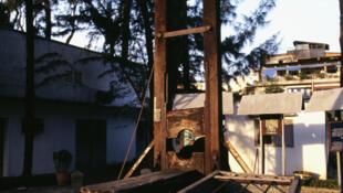 Até 1981n, a lei francesa autorizava a pena de morte por guilhotina.