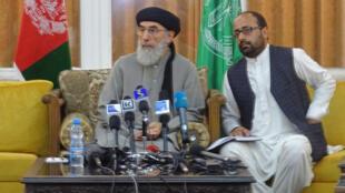 L'ancien chef de guerre, Gulbuddin Hekmatyar (à gauche).
