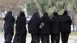 Femmes voilées à Istanbul.