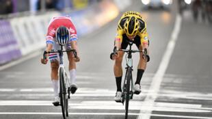 Van der Poel (left) and Van Aert battling for honours in Flanders