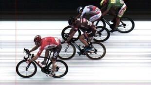 Photo-finish perteneciente a la etapa 15 con meta en Valence donde gano el alemán André Greipel.