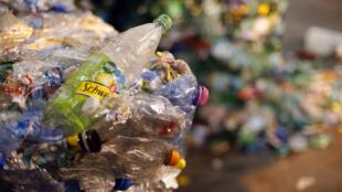 Trên tổng số 30 nước thành viên Liên Hiệp Châu Âu và Na Uy, Thụy Sỹ, Pháp đứng thứ 29 về tái chế bao bì nhựa đã qua sử dụng, chỉ trước Phần Lan.
