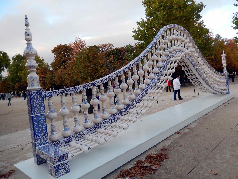 FIAC 2013: мостик китайского скульптора Шена Юана в саду Тюильри.