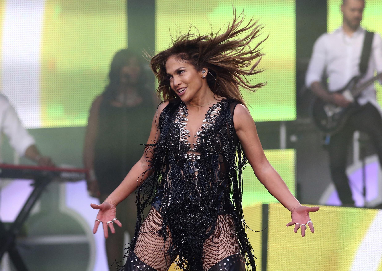 Дженнифер Лопез во время своего концерта в Лондоне 01/07/2013