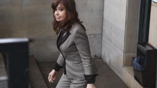 Aunque aún no ha dicho si se postulará para las próximas elecciones presidenciales, encuestas recientes señalan una mejora en la aprobación de Cristina Kirchner.