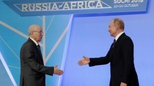 Lors du Sommet Russie-Afrique, rencontre entre le président algérien par interim Abdelkader Bensalah et Vladimir Poutine, président russe.