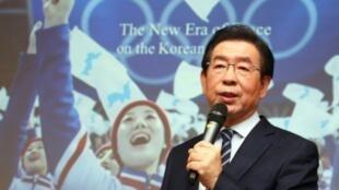 Le maire de Séoul Park Won-soon s'exprimant sur la désignation de la ville candidate commune des deux Corées pour les JO-2032 à Jincheon, le 11 février 2019
