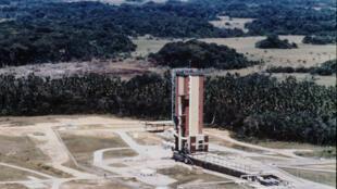 Le pas de tir de la fusée européenne Ariane 1 à Kourou en Guyane en décembre 1979.