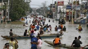 Bão Nalgae đã đổ vào Philippines gây ngập lụt lớn tại nhiều vùng của nước này.