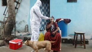Inde: face à la résurgence du Covid-19, des tests obligatoires pour entrer dans plusieurs États