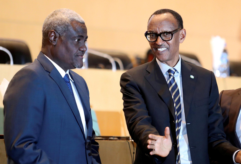 Le président en exercice de l'Union africaine, Paul Kagame, avec le président de la Commission de l'UA, Moussa Faki Mahamat, lors de la réunion sur la situation en RDC, à Addis-Abeba, le 17 janvier 2019.
