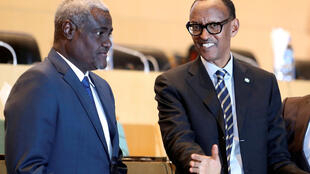 Le président de la Commission de l'Union africaine, Moussa Faki Mahamat (g. ici avec le président en exercice de l'UA, Paul Kagame) doit s'entretenir avec Antonio Guterres ce samedi 9 février, à Addis-Abeba.